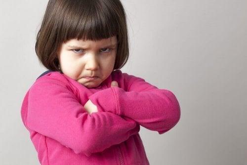 자녀에게 키스 인사를 강요하면 아동 학대를 겪을 위험성을 키우게 된다.