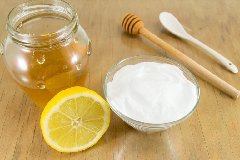 건강을 개선하는 베이킹 소다와 꿀 요법