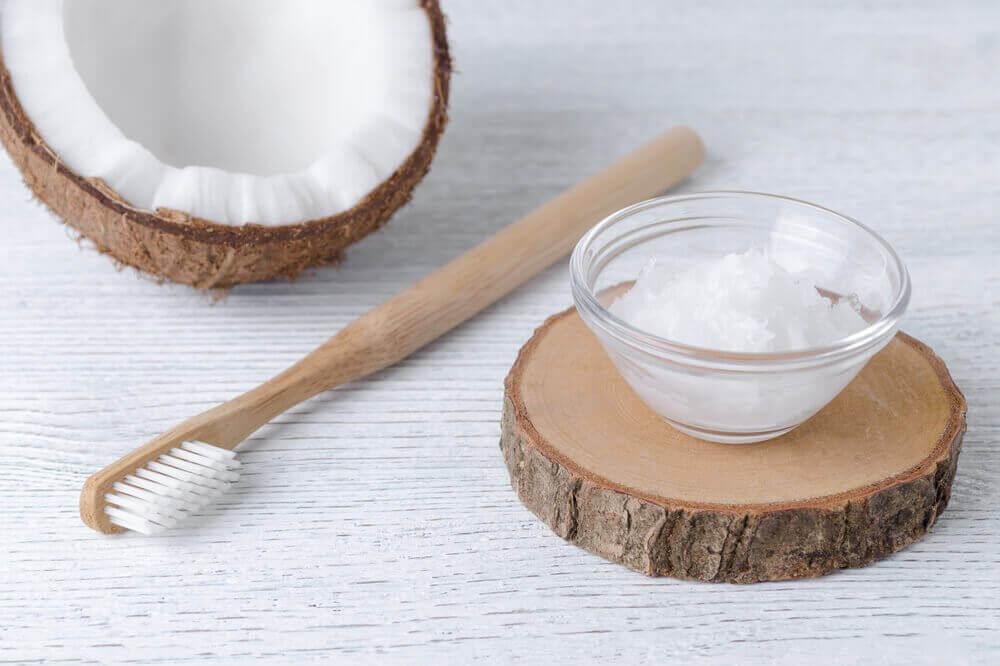 구강 건강을 위한 코코넛 오일 사용법