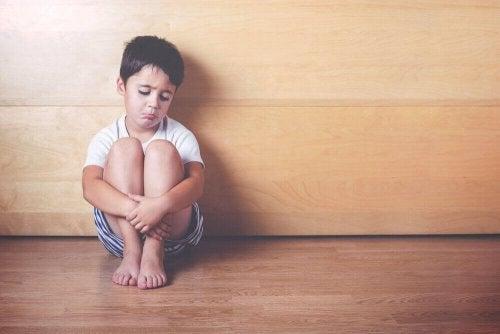 애정 결핍이 있는 아이가 보이는 행동 6가지