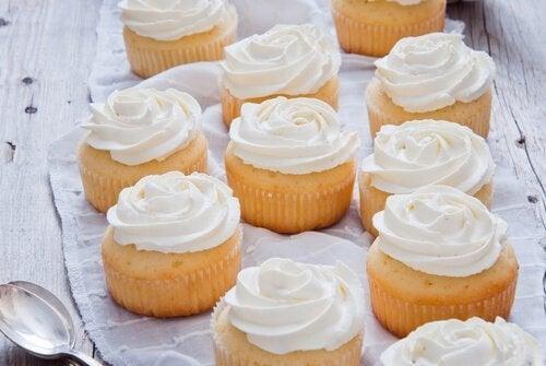 케이크 장식용 아이싱 만드는 방법