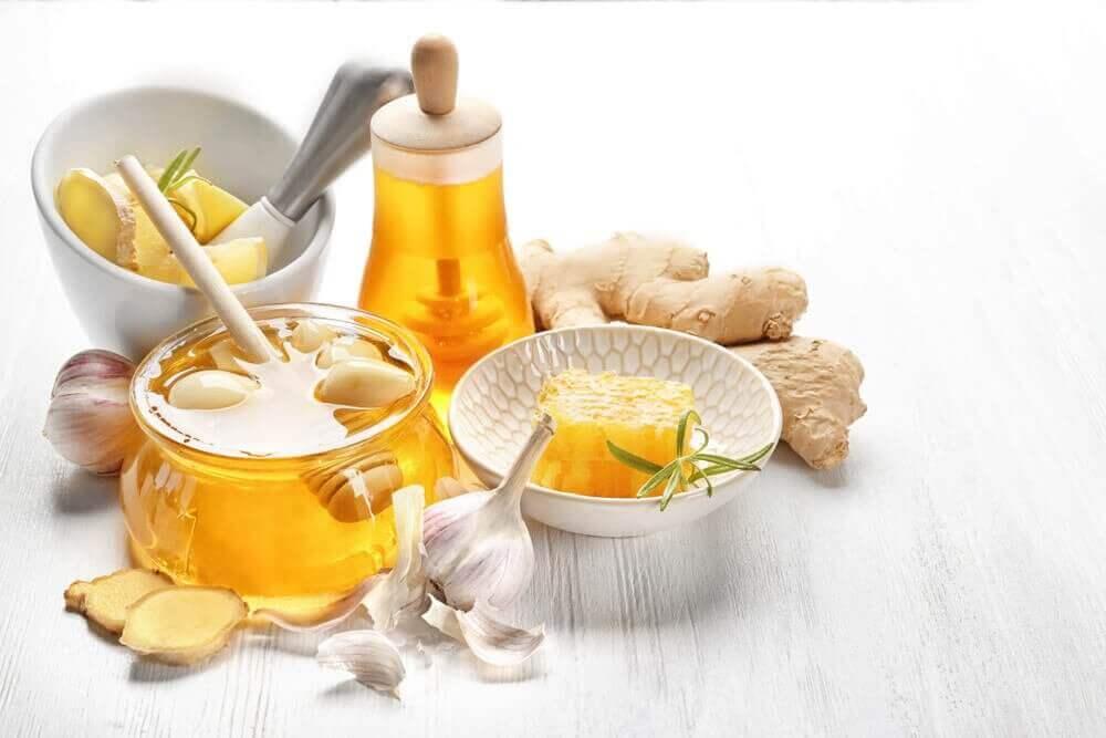 높은 콜레스테롤 수치를 낮추는 생강, 마늘, 꿀 요법