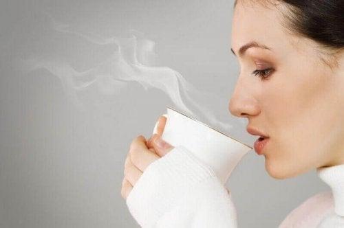 찻잎에서 추출한 나노 입자가 폐암 세포를 죽인다