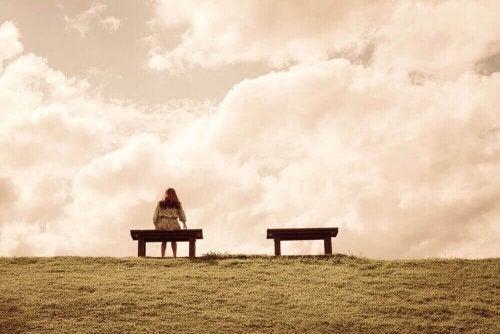 외로움을 느끼는 4가지 원인과 극복 방법