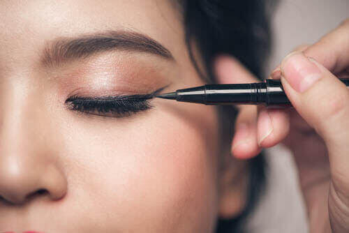 눈이 작은 사람이 화장할 때 저지르기 쉬운 실수 5가지