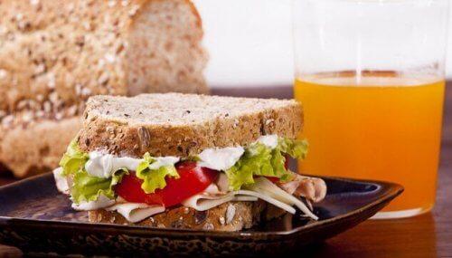 체중 감량을 위해 아침 식사로 무엇을 먹어야 할까?