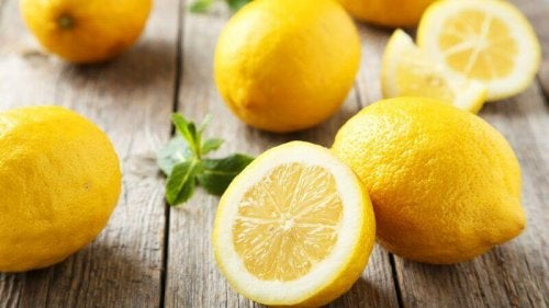 아스피린과 레몬으로 굳은살을 제거하자