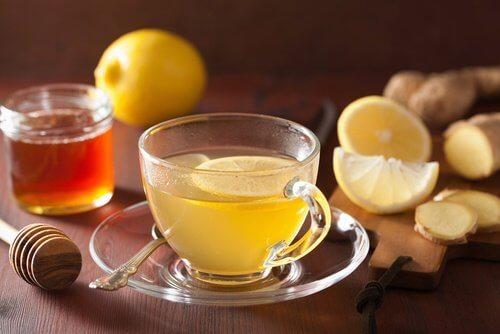 생강 레몬 차 복부 팽만을 줄여주는 가정 요법 5가지