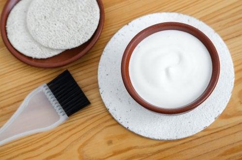 요거트와 꿀 잔머리를 정리하는 헤어 마스크팩 5가지