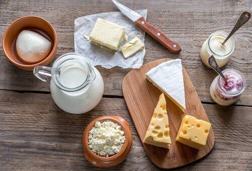 우유 또는 유제품 우리가 먹을 수 있는 최고로 건강한 아침 식사