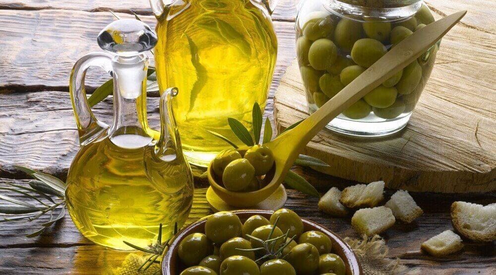 올리브 오일 좋은 콜레스테롤을 늘리는 6가지 음식들