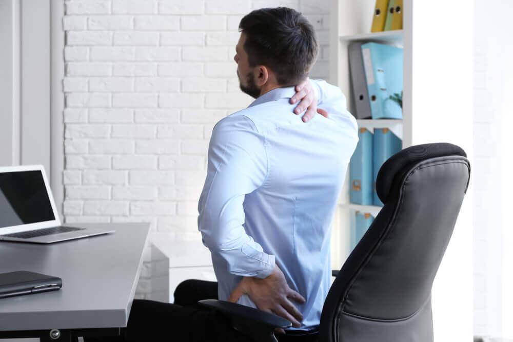 요통을 악화시키는 생활 속 나쁜 습관