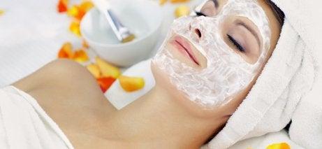 피부에 활력을 선사하는 필 오프 젤라틴 얼굴 팩 6가지