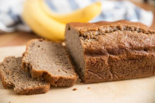 웰빙 바나나 빵을 만드는 건강한 레시피