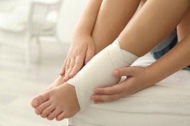 발목 염좌 통증을 완화하는 5가지 요법