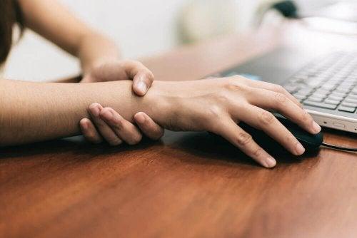 손목터널증후군의 통증 완화에 효과적인 5가지 운동
