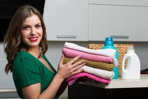 수건 빨래를 위한 홈메이드 섬유유연제