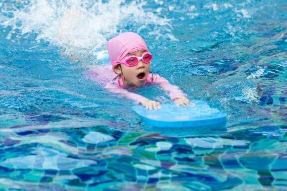 아이들에게 수영을 가르칠 때 기억하면 좋은 팁