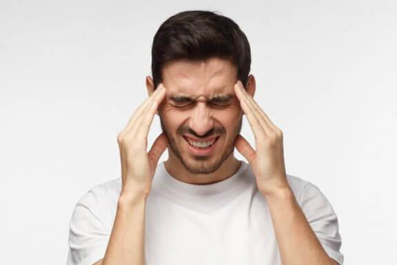 긴장성 두통을 완화하는 자연 요법
