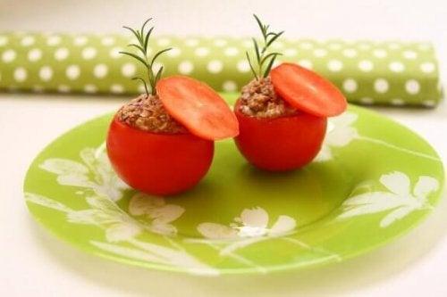 참치로 속을 채운 토마토 레시피