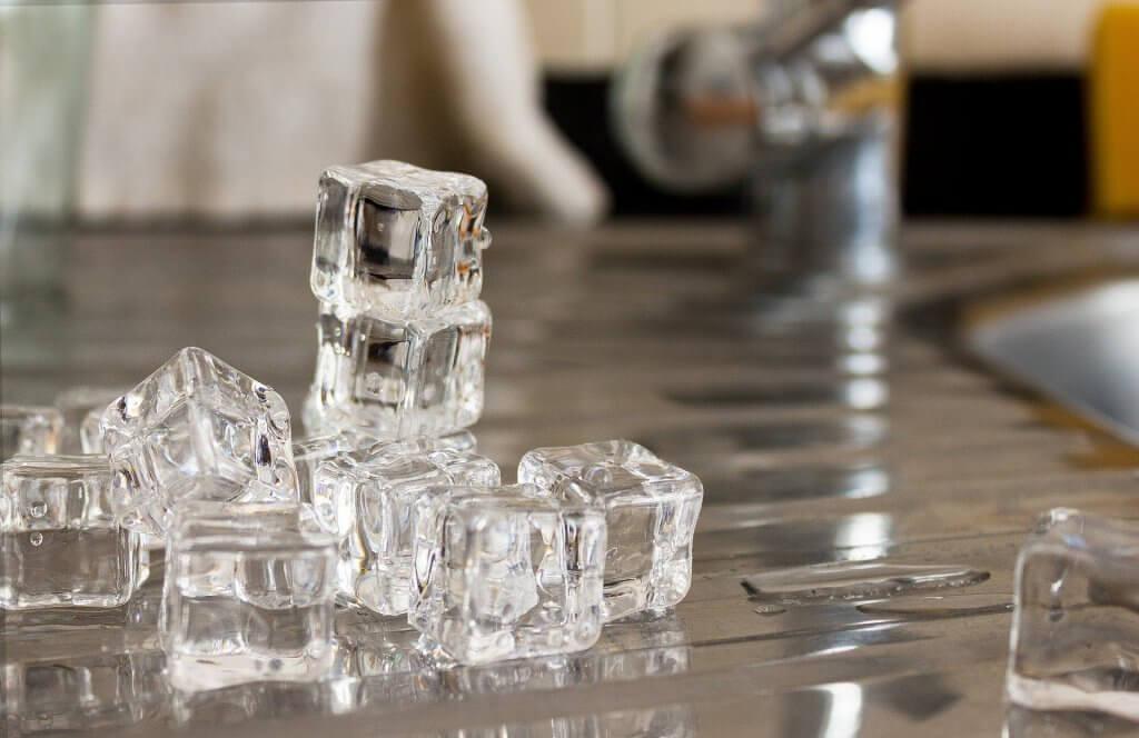 편두통 완화에 도움되는 것 6가지 얼음