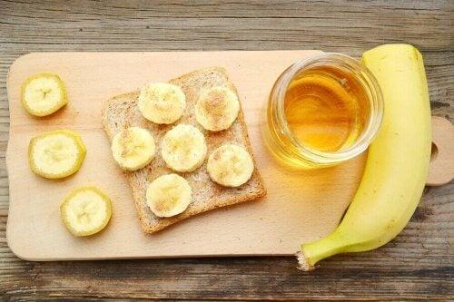 맛있는 꿀 시나몬 바나나 브레드 레시피