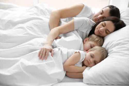 아이가 부모와 함께 자려는 이유