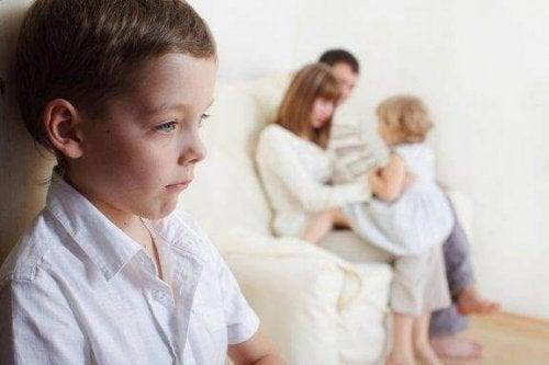 아이가 동생을 질투할 때 대처하는 방법