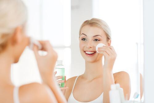 깨끗하고 매끈한 피부를 보장하는 팁 4가지