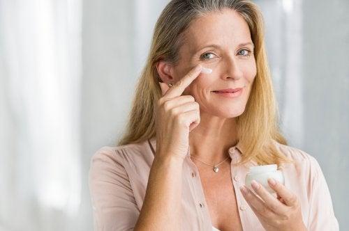피부 탄력을 되찾는 자연 요법 6가지