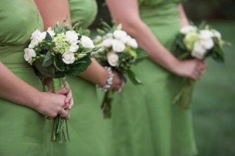 완벽한 결혼식 하객룩을 고르는 법
