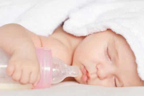 고무젖꼭지와 젖병을 사용하면 아기에게 해로울까?