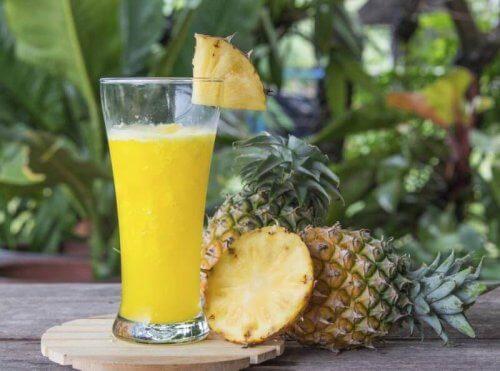 파인애플과 레몬, 그리고 아마씨를 넣어 만드는 주스는 잘록한 허리를 만드는 데 최고이다.