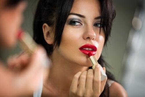 립스틱이 망가지지 않도록 주의할 사항을 살펴보자.