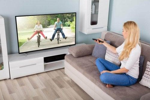 텔레비전을 청소하는 손쉬운 방법