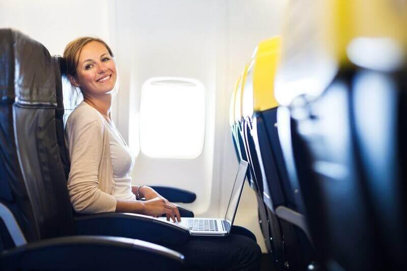 비행 공포를 없애는 방법: 비행기의 정상적인 움직임을 대비하자.