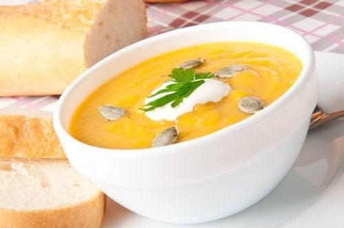 가벼운 호박 수프 만드는 법