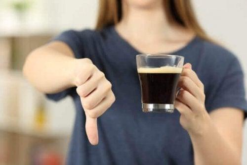 커피를 지나치게 많이 마시지 않기 위한 5가지 요령