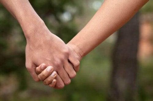 오래가는 연애 관계의 8가지 특징