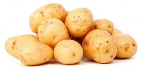 감자 껍질에는 칼슘, 칼륨, 티아민, 비타민C, 철분, 그리고 식이 섬유가 들어있다.