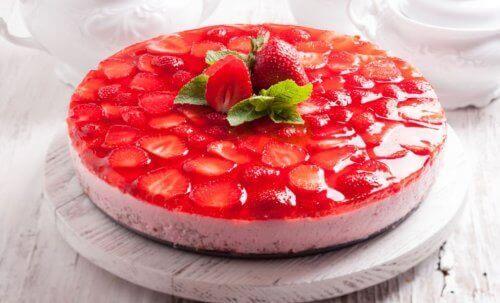 무설탕 휘핑크림이 함유된 딸기 케이크