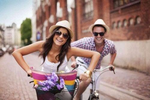 유머와 장난은 오래가는 연애 관계의 중요한 일부이다