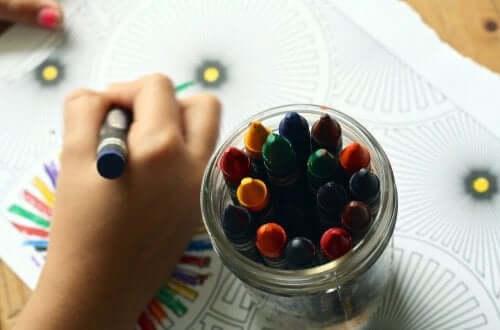 그림 그리기가 어린이에게 주는 이점 8가지
