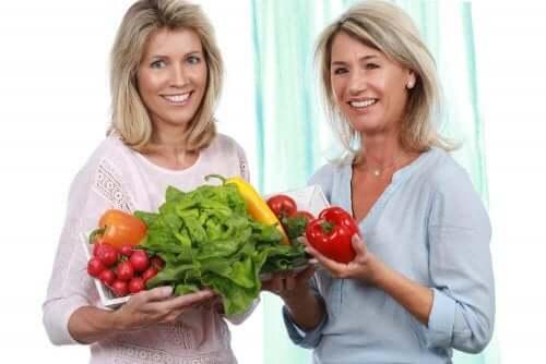 폐경에 좋은 식단: 꼭 챙겨 먹어야 할 영양소