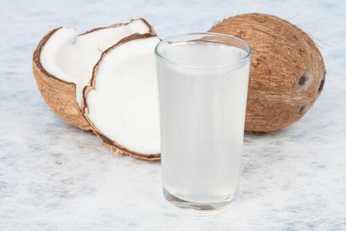 코코넛 워터를 챙겨 마시면 좋은 점 4가지