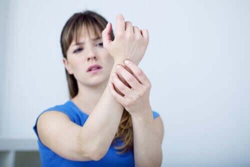 손목터널증후군을 위한 국소적인 자연 치료법 7가지