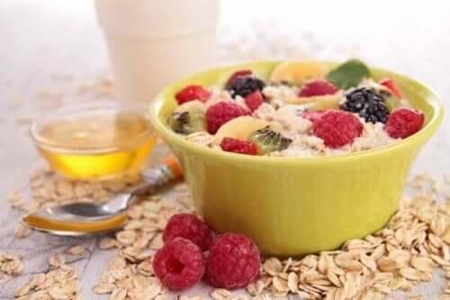 아침 식사로 콜레스테롤을 낮추는 5가지 방법