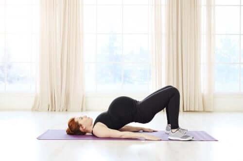 임신 중에 할 수 있는 4가지 운동