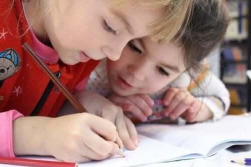 아이에게 글자 쓰기 연습을 시키는 5가지 방법