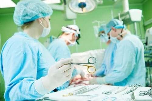 흉골절개술의 합병증 및 회복